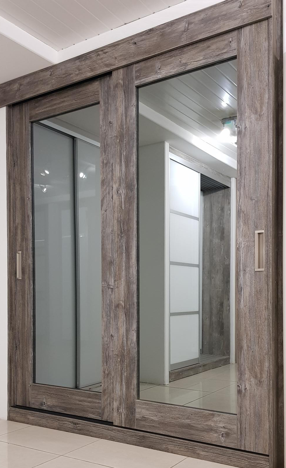 Herritage Door - Wood pasanda pine with grey mirror